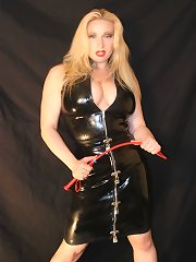 Latex mistress gets her boob worshipped
