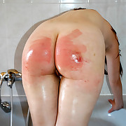 Naked and wet stunner strapped on her big bottom at bathtime