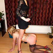 Cruel floozy gets transmitted to riding be published on her bare nuisance for wanking