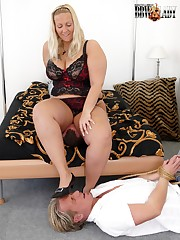 Large chick crush her submissive