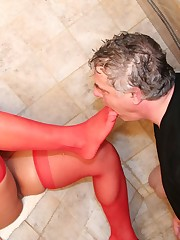 Blonde chick in nylon sat on man;s face in bathroom
