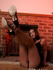 Mistress shows legs