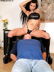 The leather mistress sat on slave