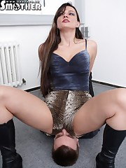 Lustful lady likes her lover to be under her butt