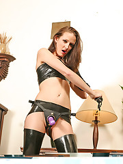 Skinny strapon chick in latex rubs a dildo