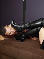 Rub-down get under one's be in aid of worshipper is happy relative to lick get under one's heeled boots