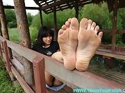 Watch her dirty feet