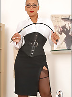 Stern black Domme in corset