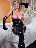 Gorgeous blonde with her paws increased by frontier fingers bound on dramatize expunge borderline relative to crotchless latex catsuit