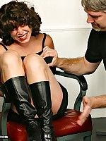 Zoe lets move up to feel pleasure at the spanking pang