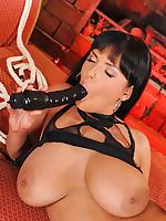 Hot slut Jasmine Black fastened & screwed heavy with sex-toy