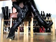 Foot loving slave got convulsive