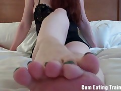 Slave wants to jizz his Dominatrix' feet over after jerking