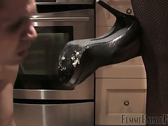 Bitch in nylons adores foot worship from sub