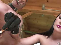 Latex queen loves to abuse slave