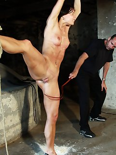 <!–-IMAGE_COUNT-–> of Pussy splitting for whipping