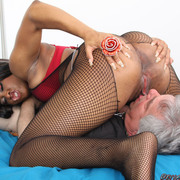 Slave licked mistresses pussy
