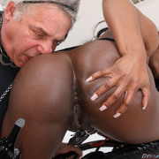 Cool pussy worship with sexy mistress