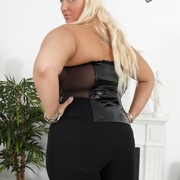 Blonde mistress in dirty boots shows ass for worship