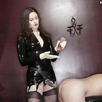 The mistress makes her villein to take it up the rear