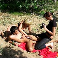 CFNM Outdoor games and handjob