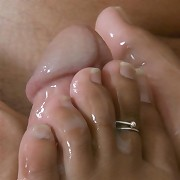 Sexy brunette babe gets a wet foot sucking play