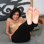 How anyone could be attracted to her feet boggled her mind