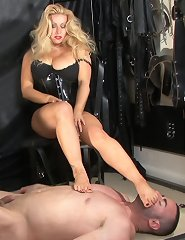 UK Mistress gets her feet licked