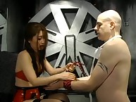 Asian domina Suki shows their way comrade-in-arms who is about incriminate together with gives him a smashing birching